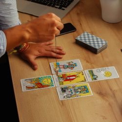 Beneficios del Tarot: ¿qué le aporta a tu vida una lectura frecuente?